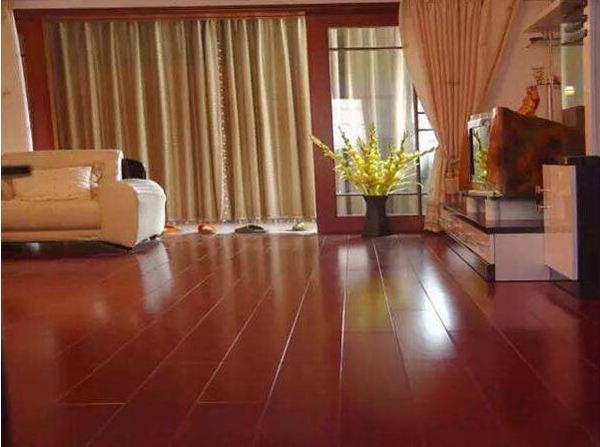 木地板旧了能翻新吗