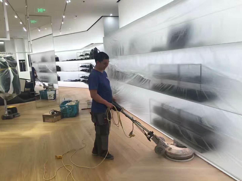 Dior 地板打磨翻新