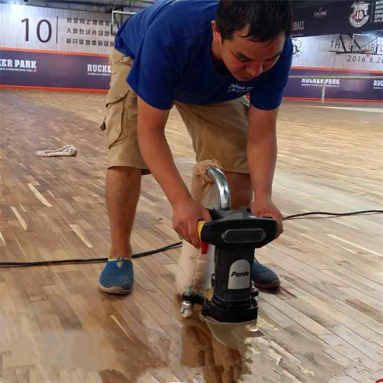 体育馆木地板翻新边角打磨