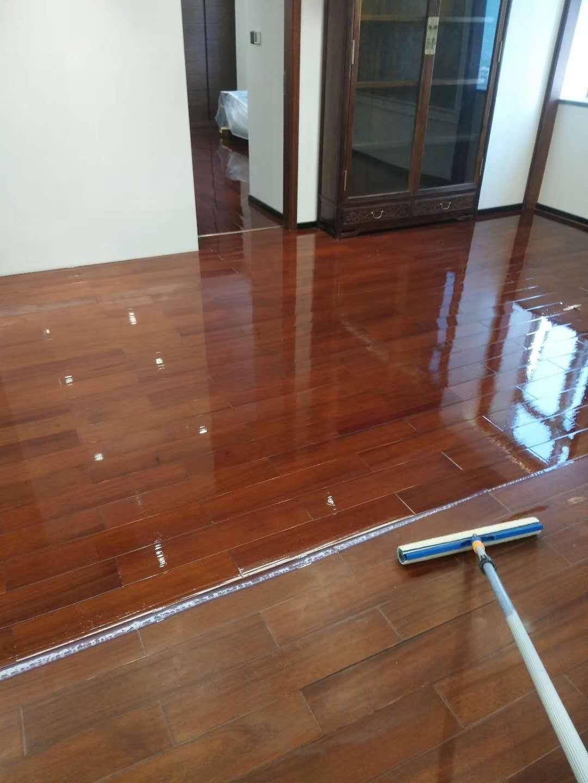 实木地板打蜡光泽修复