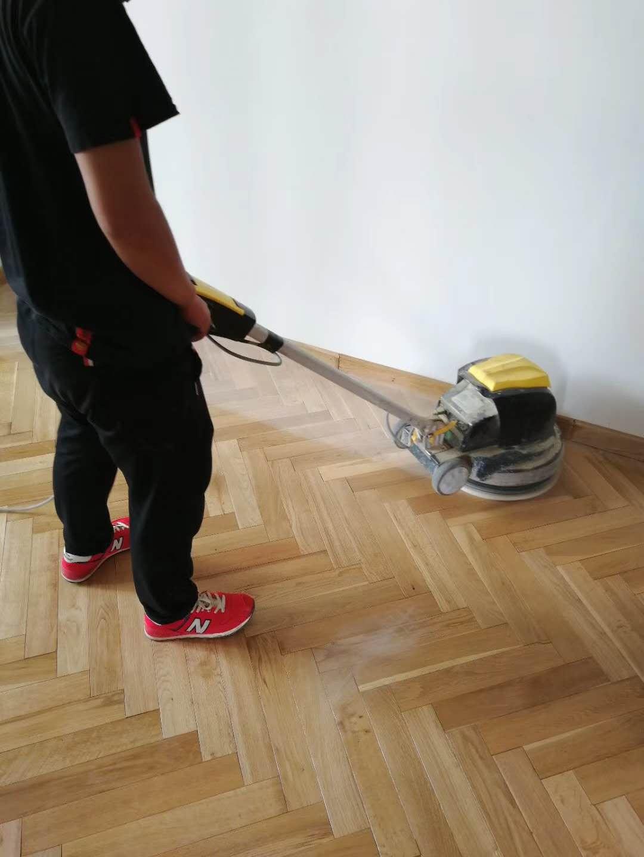 橡木地板打磨