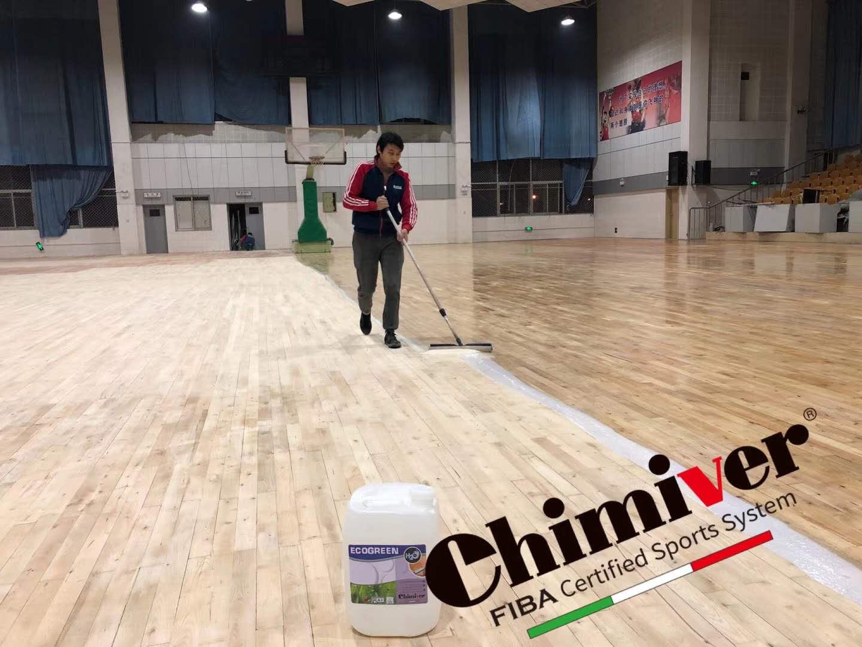 体育地板上漆
